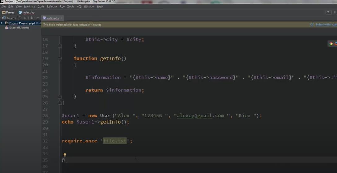 На фото изображено окно программы PHPstorm.