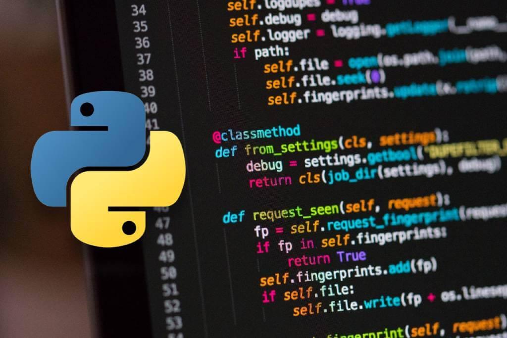 На фото изображен программный код на экране ноутбука.